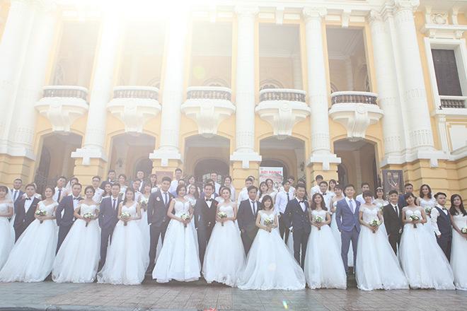 Địa điểm của 40 cặp đôi đầu tiên là Nhát Lớn (quận Hoàn Kiếm, Hà Nội).