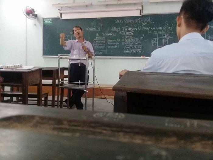 dáng đứng bá đạo, thầy cô giáo bá đạo, những dáng đứng bá đạo của thầy cô giáo