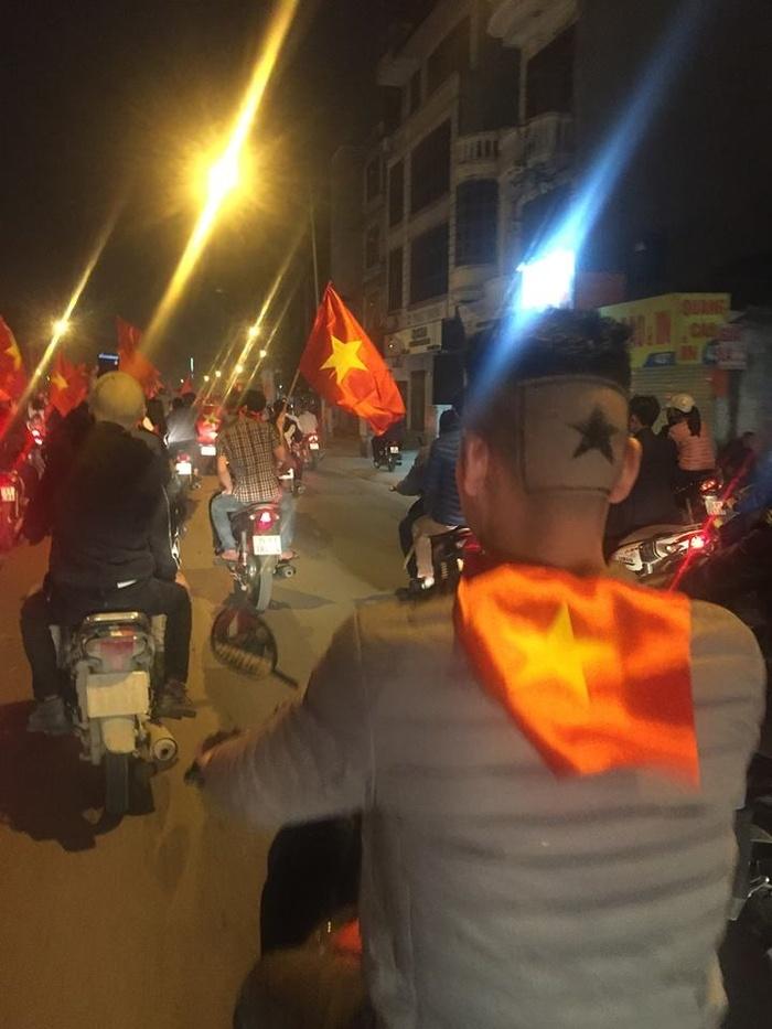 những cổ động viên cuồng nhiệt cho U23 Việt Nam