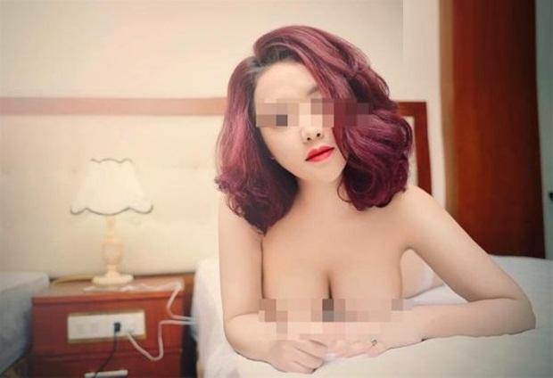 cô giáo mầm non thích chụp ảnh ngực trần, há hốc với cô giáo mầm non thích khoe vòng 1
