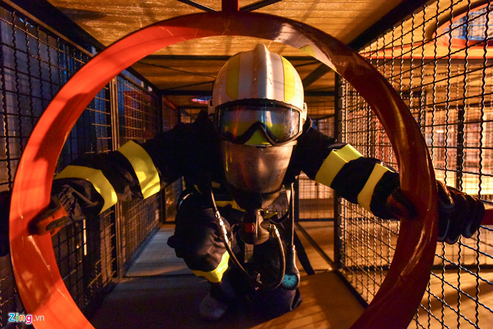 Những bài tập khổ luyện mà sinh viên phòng cháy chữa cháy phải tập luyện