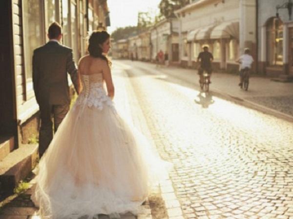 yêu và lấy chồng xa
