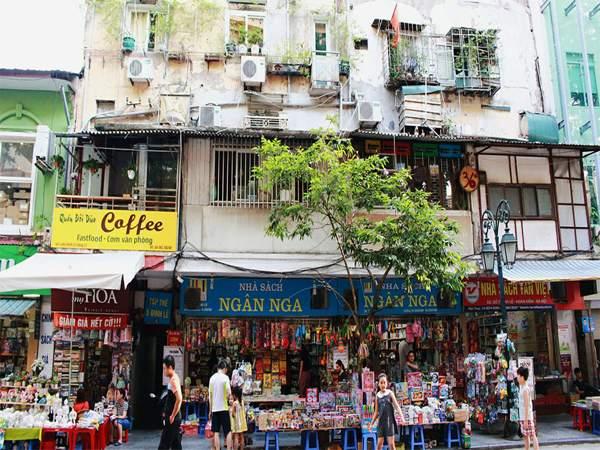 Phố sách độc đáo tại Hà Nội. Nơi đây chứa đựng biết bao kỉ niệm của người dân yêu sách Hà Thành. @kenh14