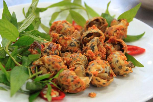 Ốc nướng muối ớt món ngon bậc nhất thu hút giới trẻ Hà Nội