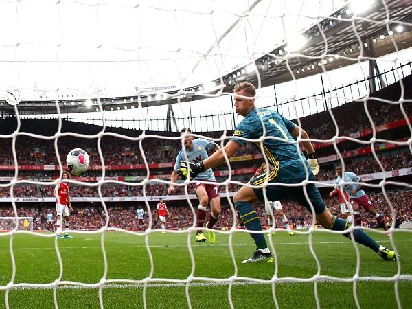 Arsenal lội ngược dòng ngoạn mục khi chơi 10 người