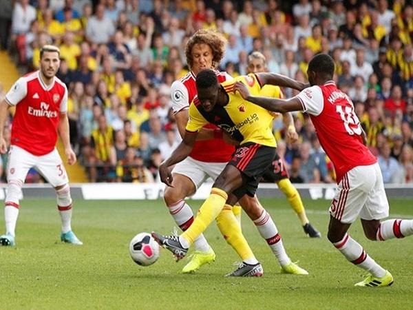 Thảm họa ở hàng thủ của Arsenal khi chỉ thấy lợi trước mắt
