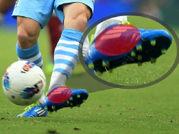 Hướng dẫn kỹ thuật đá bóng bằng lòng bàn chân ?